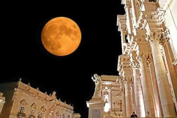 FOTO COPERTINA 7( Paola Sole) . La Luna e la Cattedrale_1 2