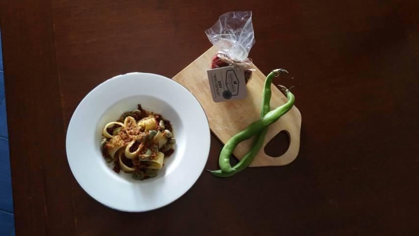 Ricetta Calamarata con fave capuliato e mollica abbrustolita