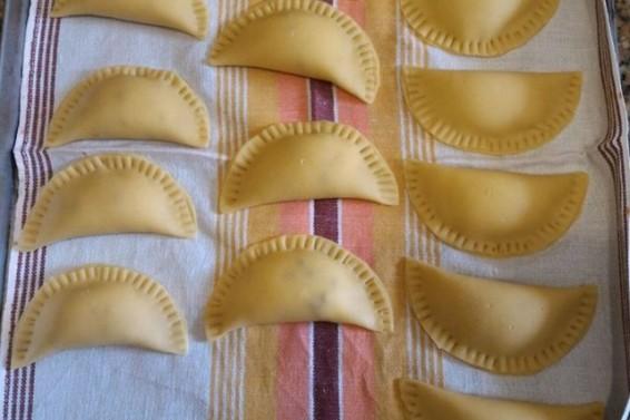 Preparazione cassatine fritte (Ph. Cristina Silvestro)