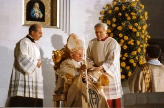 Il Papa al Santuario (ph. tratta dal web).jpg