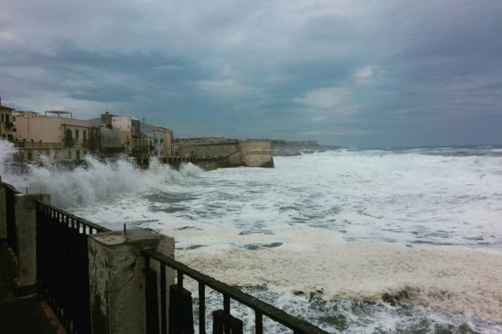 le-tempestose-acque-di-ortigia-ph-peppe-panioto